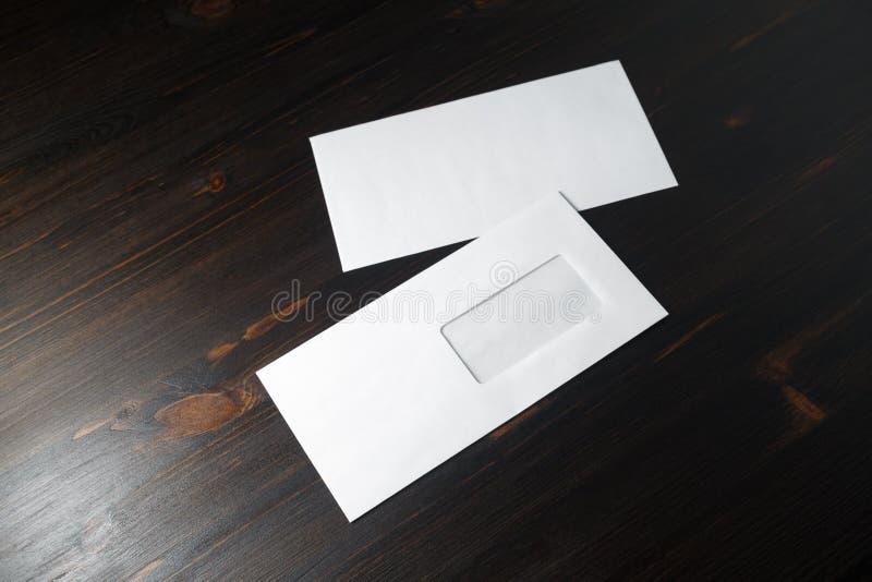 Envelopes do papel vazio fotos de stock royalty free