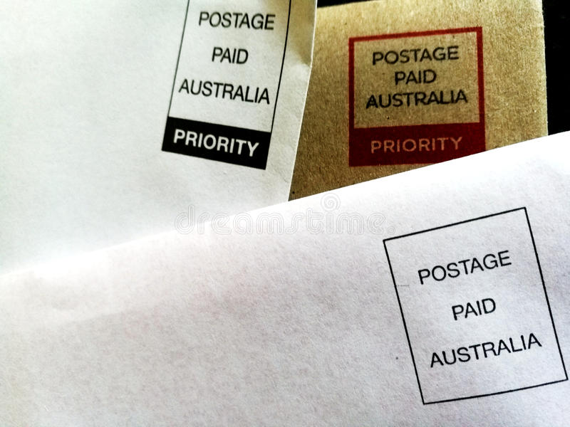 Envelopes pagados antecipadamente - porte postal Austrália paga fotografia de stock royalty free