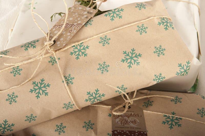 Enveloppe cadeau écologique images stock