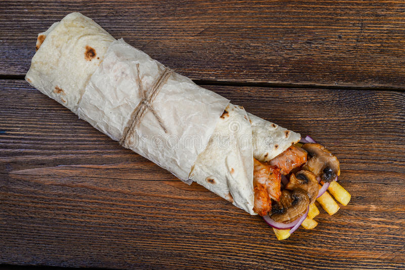 Enveloppe classique de tortilla avec remplir photos libres de droits