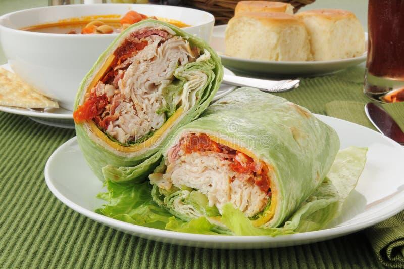 Enveloppe de la Turquie ou du poulet avec du potage végétal de boeuf photographie stock