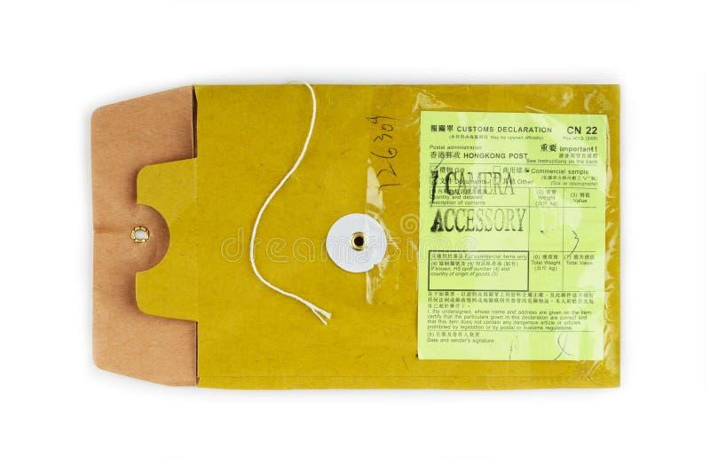 Enveloppe de papier avec le collant de déclaration en douane photo stock