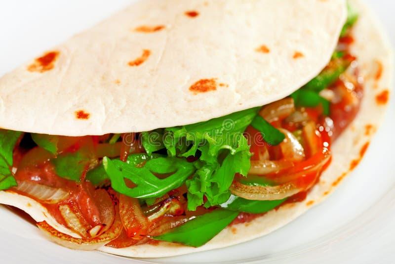 Enveloppe végétarienne de tortilla image stock