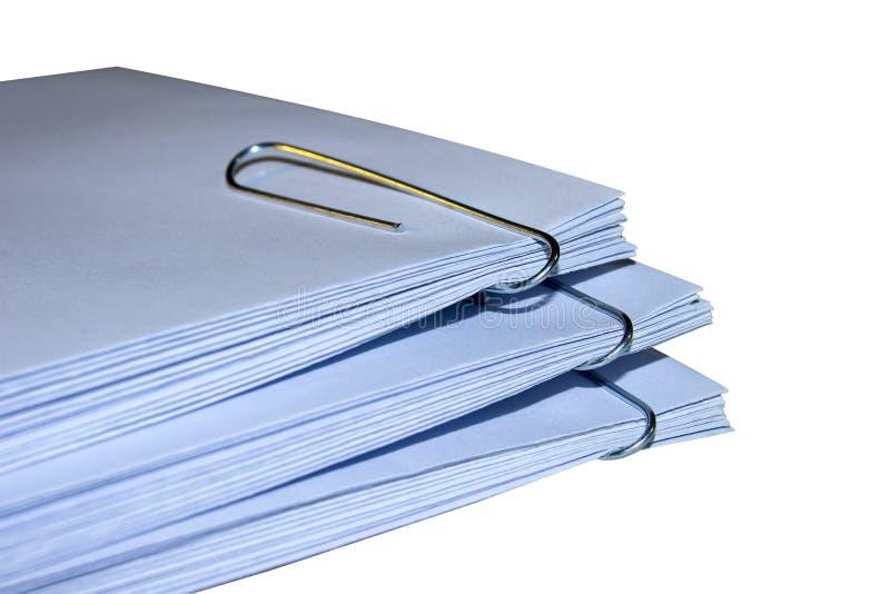 Enveloppen met nietjespak stock afbeelding