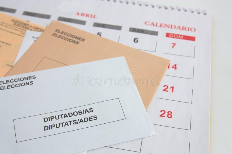 Enveloppen op een blad van een kalender stock foto