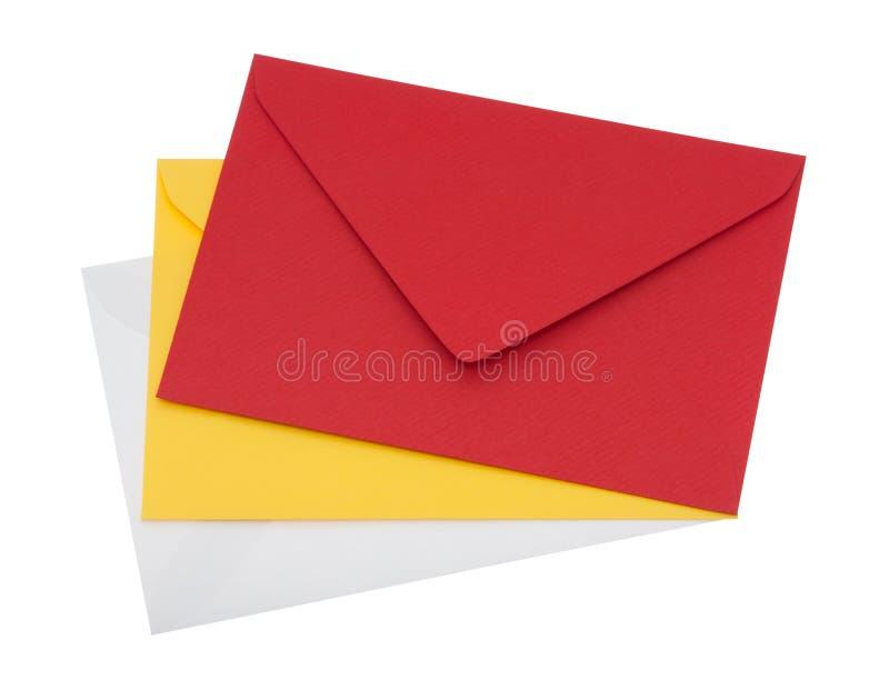 Enveloppen van verschillende kleuren met het knippen van weg royalty-vrije stock afbeelding