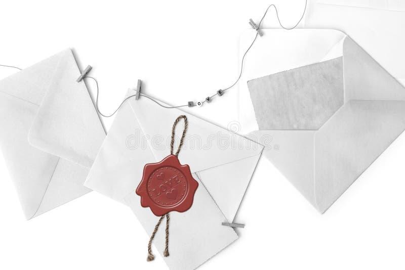 Enveloppes de blanc de courrier et cartes vierges de cru photos libres de droits