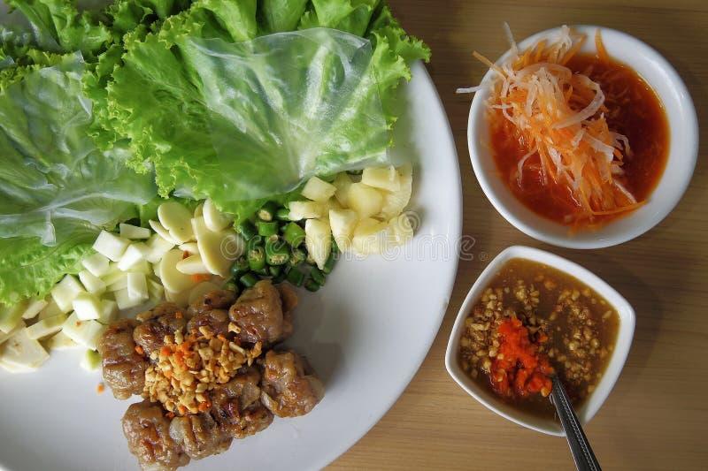 Enveloppes vietnamiennes de boulette de viande (Nam Neung), nourriture vietnamienne images libres de droits