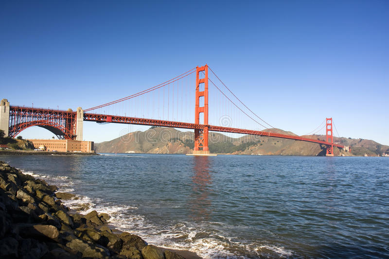 Envergure de pont en porte d'or image stock