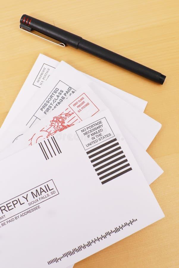 Enviar cartas fotografía de archivo libre de regalías