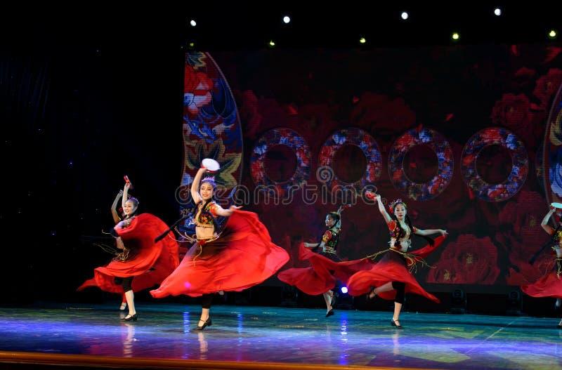Envie-lhe uma rosa 2 - dança nacional chinesa em Xinjiang imagem de stock