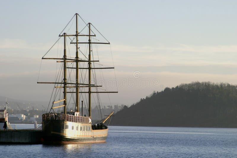 Download Envie na doca imagem de stock. Imagem de outdoors, pirata - 68245