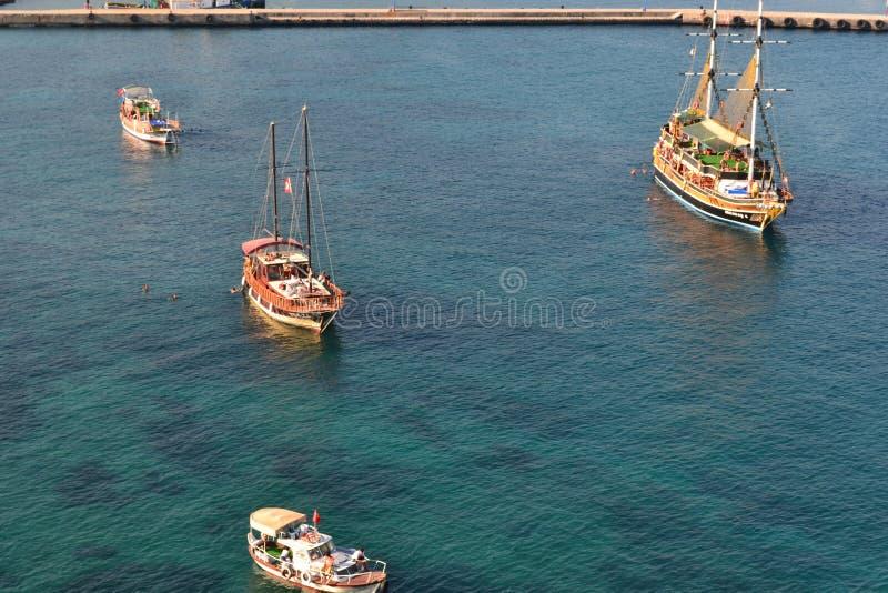 Envie no mar, aproximando a costa fotografia de stock royalty free