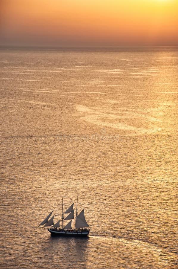Envie no por do sol em Oia, Santorini, Grécia foto de stock royalty free