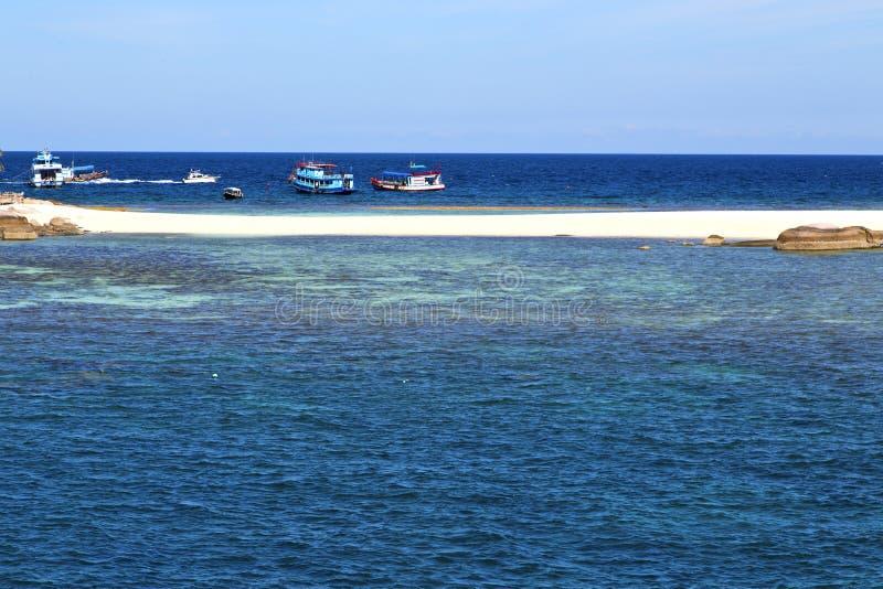 envie no sumário da baía de tao do kho de Tailândia de um mar da água imagem de stock royalty free