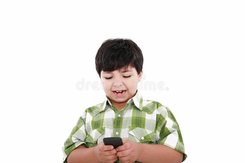 Envio de mensagem de texto do menino fotografia de stock royalty free