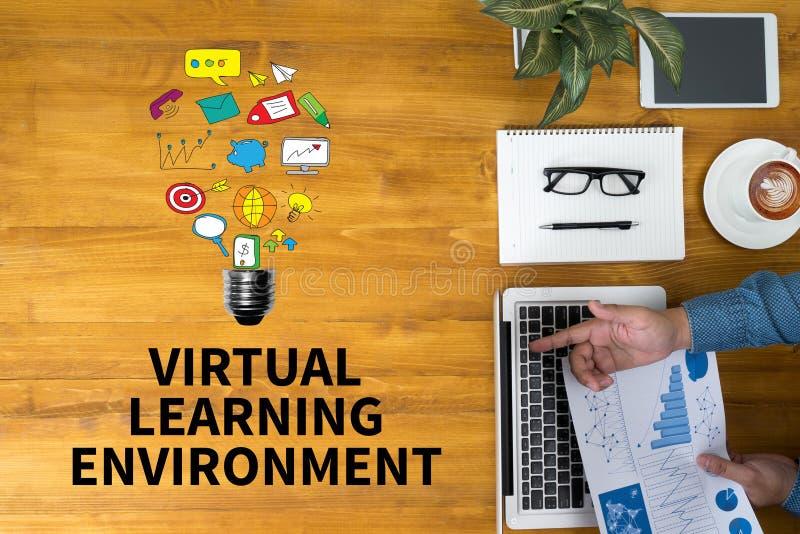 Environnement d'étude virtuel images stock