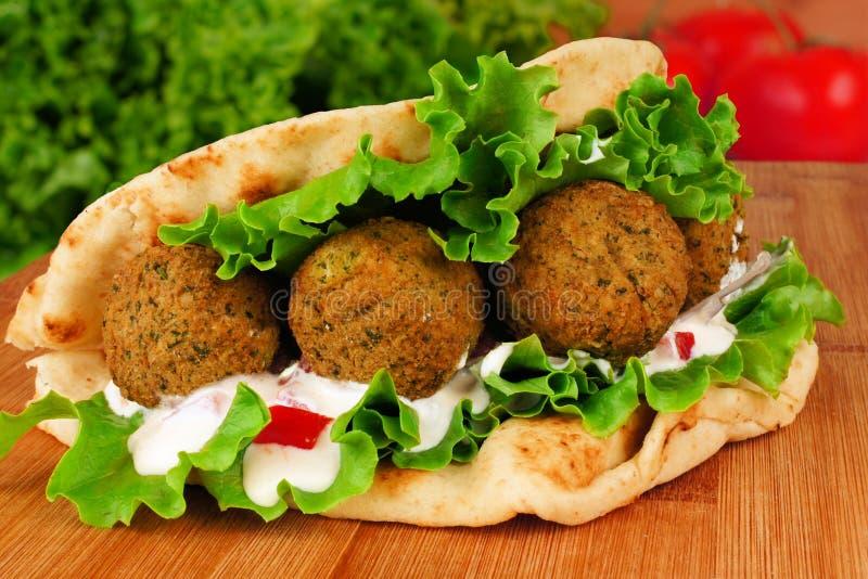 Envoltório do pão árabe do Falafel fotos de stock