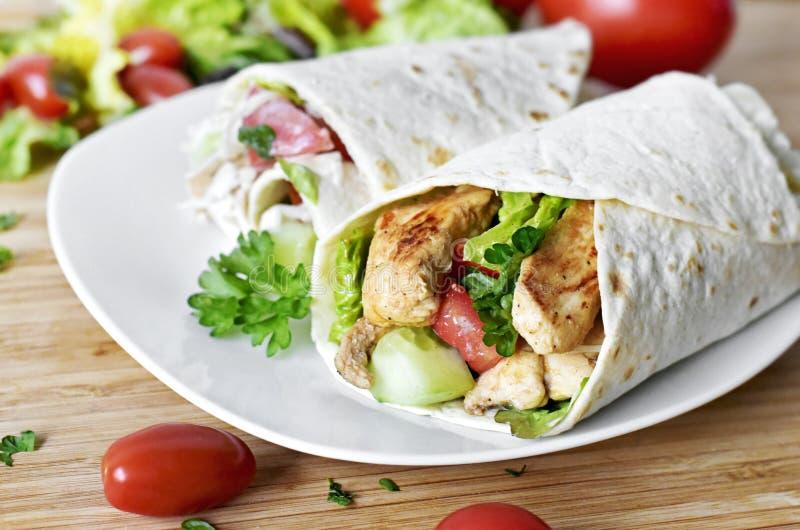 Envoltório fresco delicioso da galinha, close up fotografia de stock