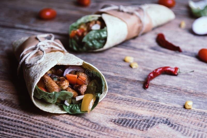 Envoltório mexicano do Tortilla fotos de stock