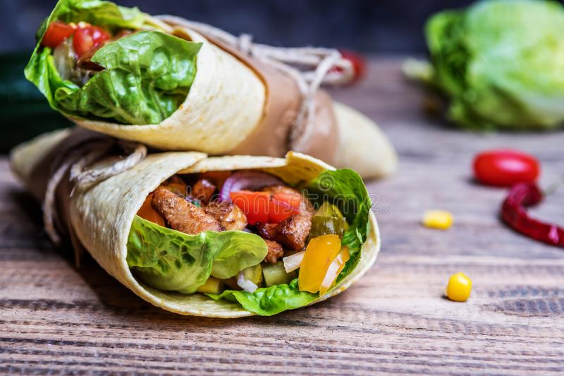 Envoltório mexicano do Tortilla foto de stock