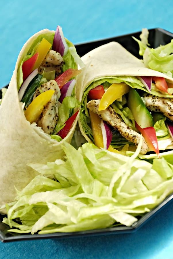 Envoltórios da salada de galinha foto de stock royalty free