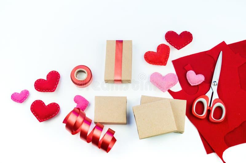 envoltorio para regalos para el día del ` s de la tarjeta del día de San Valentín Arte de papel imagen de archivo libre de regalías