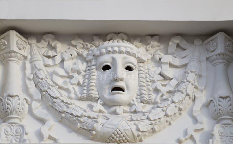 Enyese la máscara en la pared del teatro foto de archivo libre de regalías