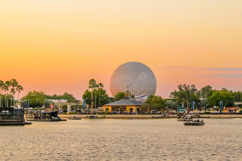 Epcot中心太空飞船地球在太阳集合的球乘驾 迪斯尼世界奥兰多佛罗里达 图库摄影