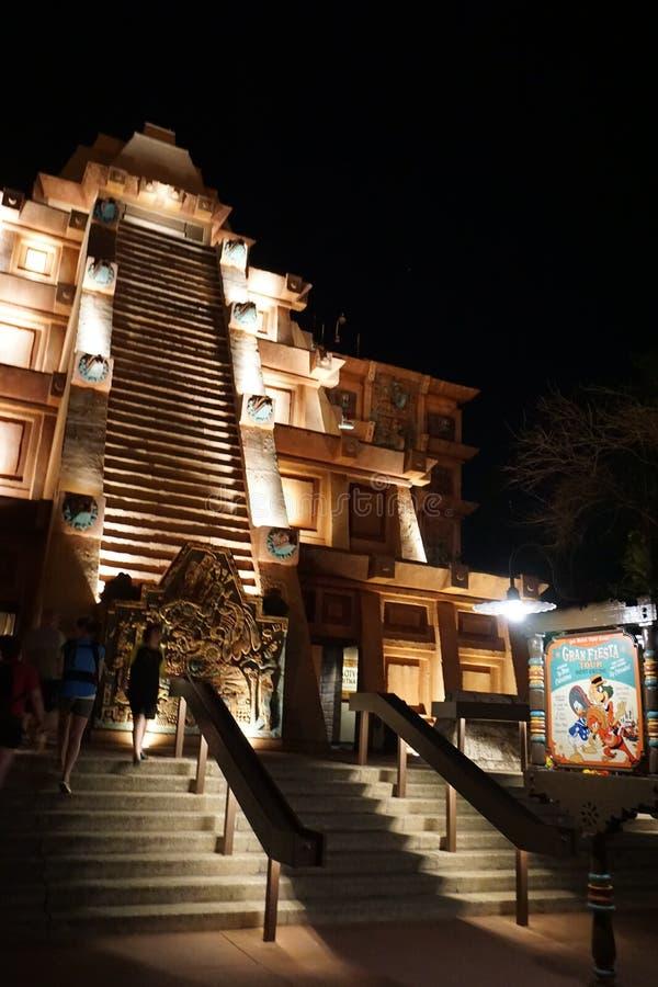Epcot Mexico tempelpaviljong på natten fotografering för bildbyråer