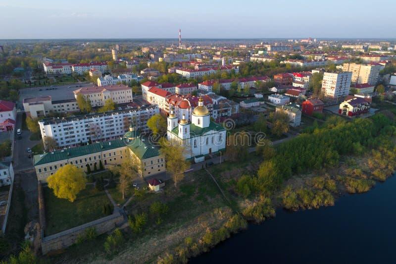 Epiphanykathedraal in cityscape, April-ochtend Polotsk, Wit-Rusland stock fotografie