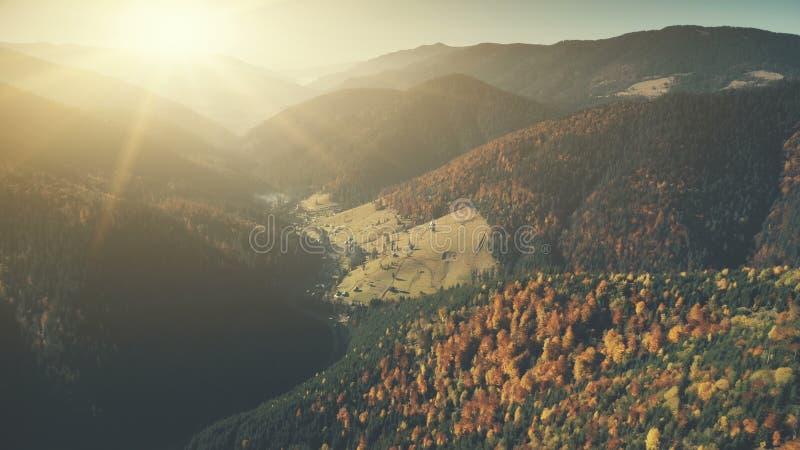 Episch van de de hellingszon van de kettingsheuvel bos de straalsatellietbeeld royalty-vrije stock foto's