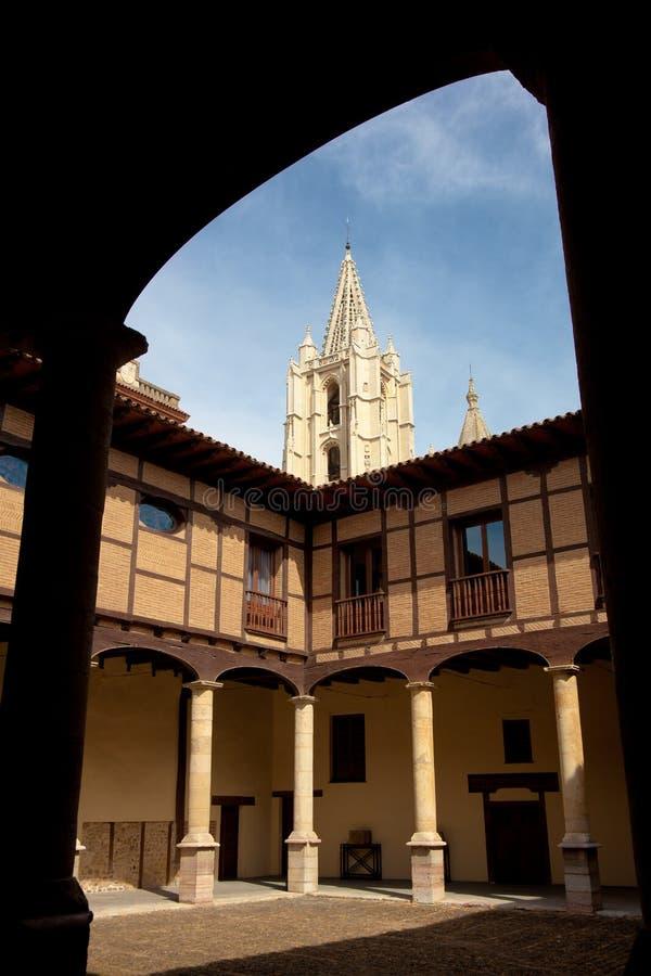 Episkopaler Palast in Leon lizenzfreie stockbilder