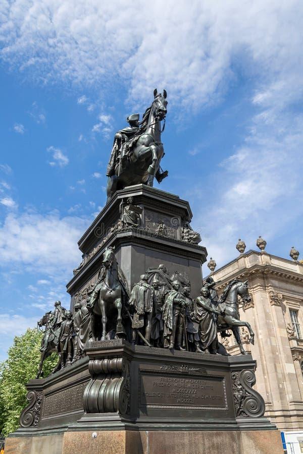 Equestrian statua Frederick Wielki na Unter meliny Lipowej ulicie w Berlin, Niemcy zdjęcia stock