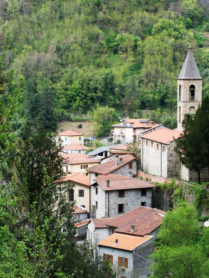 Equi Terme termisk brunnsort, Lunigiana, Italien royaltyfri fotografi