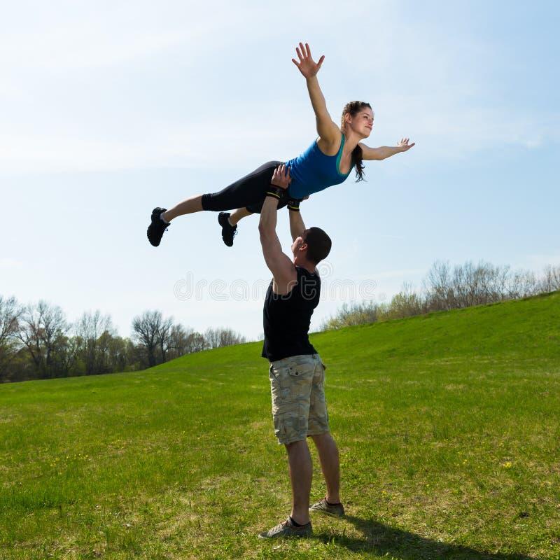 Equilíbrio acrobático foto de stock