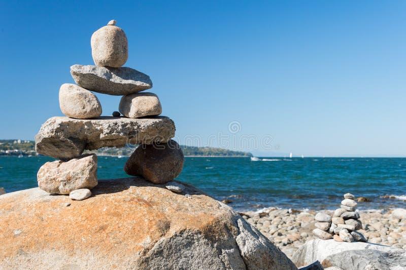 Equilíbrio da rocha de Inukshuk fotografia de stock