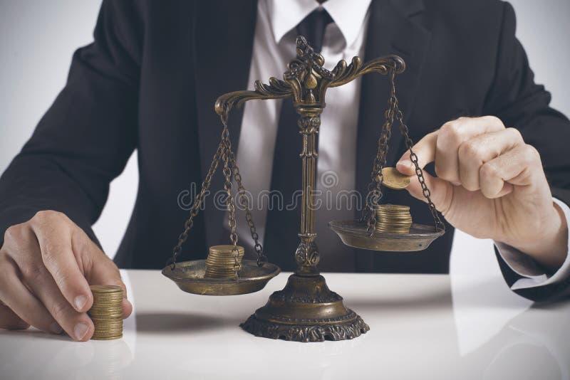 Equilíbrio do salário imagem de stock