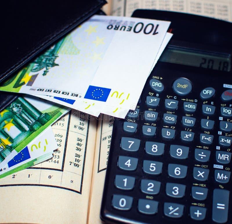 Equilíbrio financeiro com Euro imagem de stock