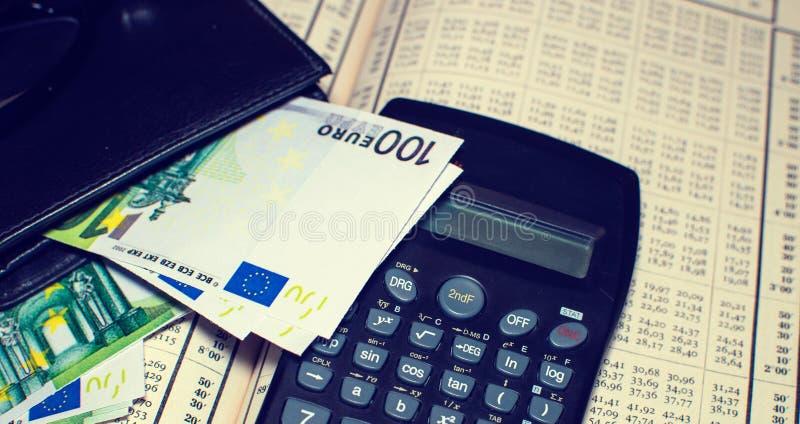 Equilíbrio financeiro com Euro fotografia de stock royalty free