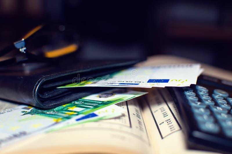 Equilíbrio financeiro com Euro foto de stock royalty free