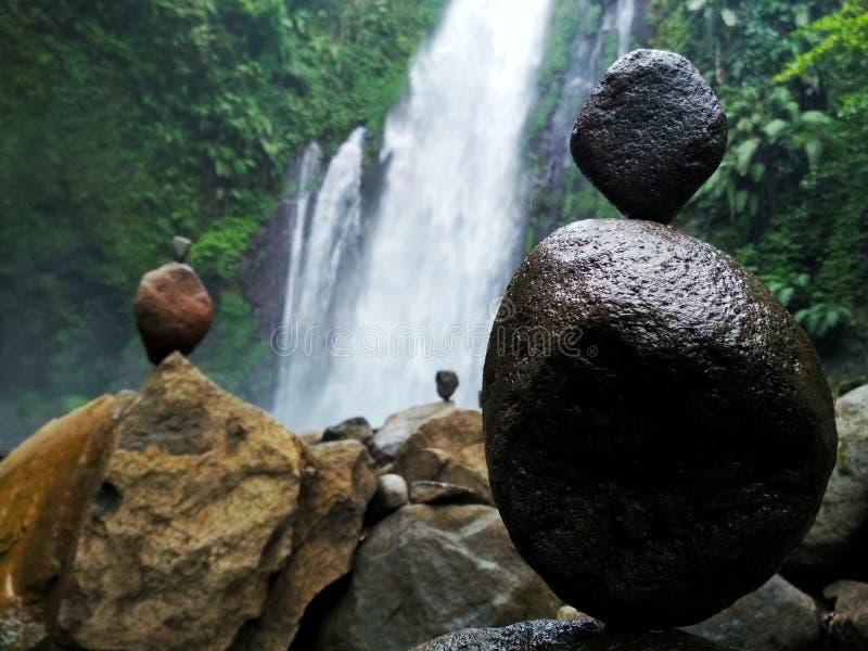 Equilibratura della roccia fotografia stock