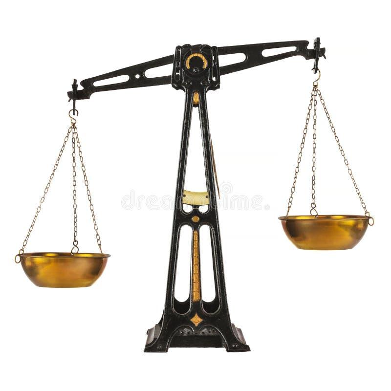Equilibrio antico della farmacia del ghisa isolato su bianco immagine stock