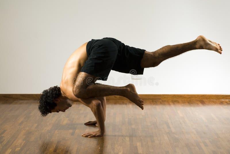 Equilibrio del hombre - horizontal fotos de archivo