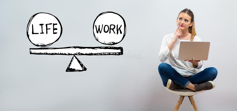 Equilibrio del lavoro e di vita con la giovane donna che per mezzo del suo computer portatile illustrazione vettoriale