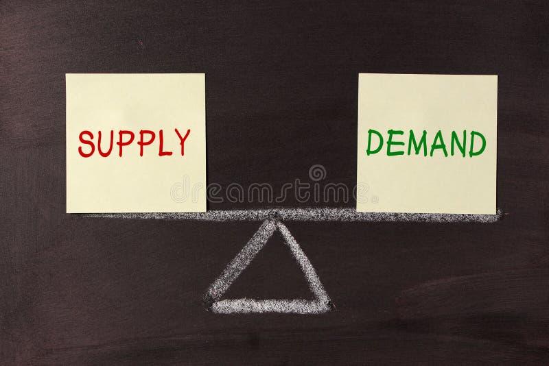 Equilibrio dell'offerta e domanda immagine stock libera da diritti