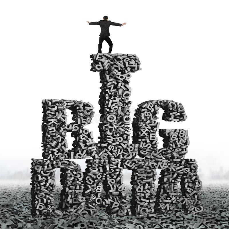 Equilibrio stante dell'uomo d'affari sulle parole di BIG DATA dei caratteri 3d fotografie stock
