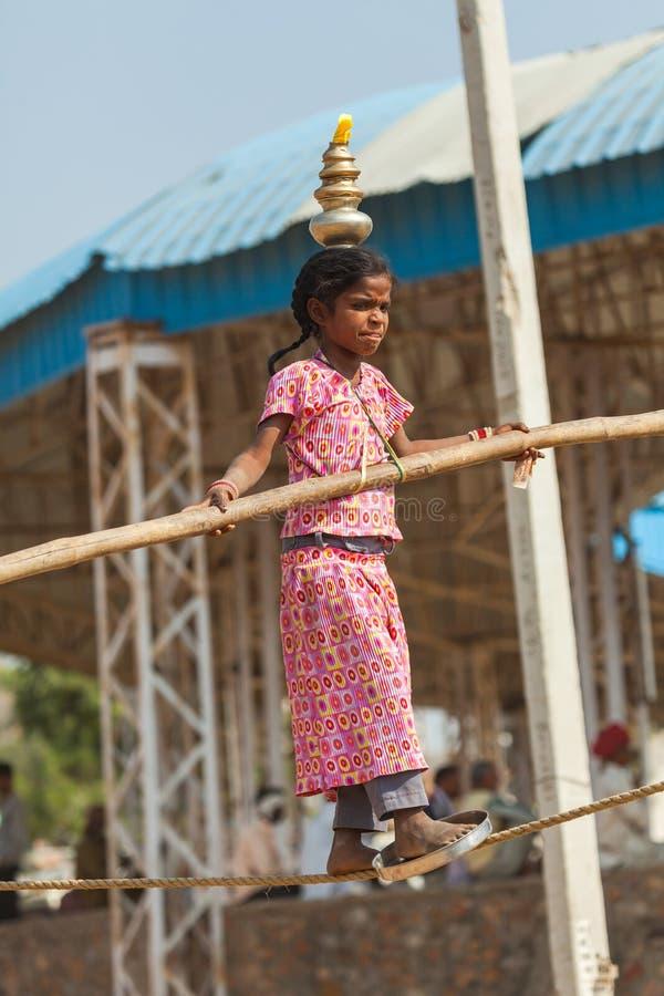 Equilibrist an Pushkar-Messe lizenzfreies stockfoto