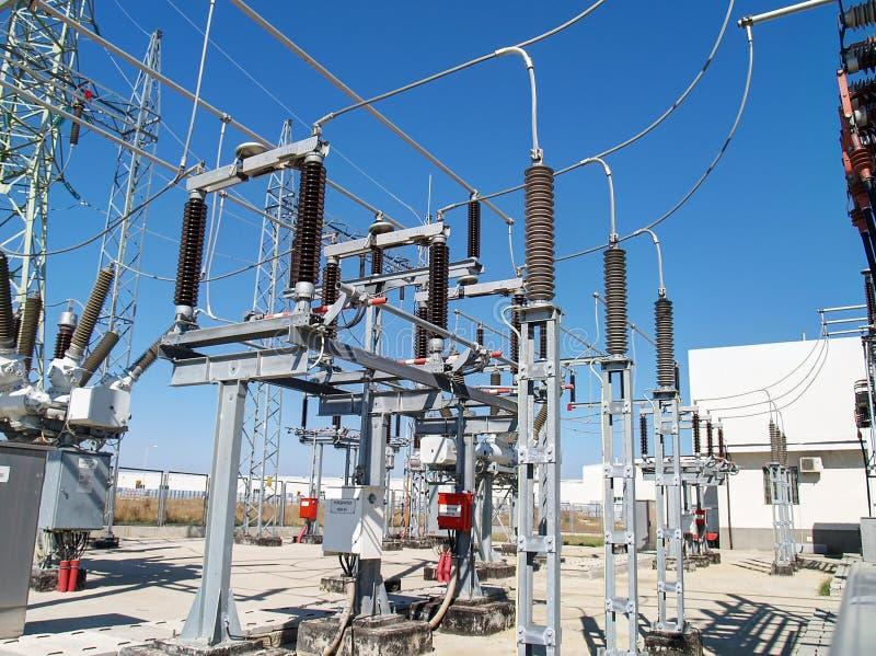 Subestação elétrica de alta tensão fotografia de stock royalty free