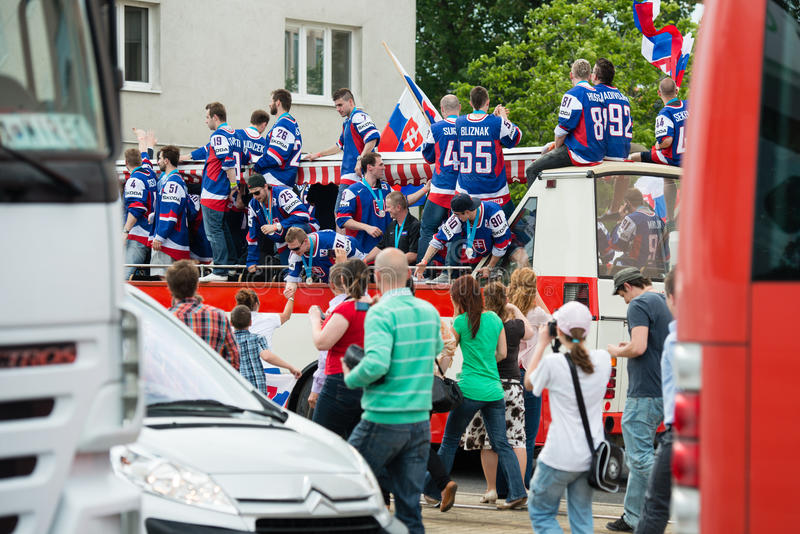 A equipa de hóquei eslovaca do gelo cumprimenta com ventiladores fotografia de stock royalty free